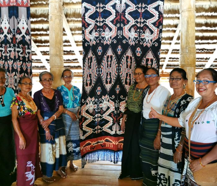 Connect Indonesia, distributed 167 pair of glasses to weavers in Kanatang, East Sumba