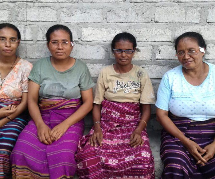 Connect Indonesia distributed reading glasses to weavers in Bubua Tagamu, Solor Island, East Nusa Tenggara