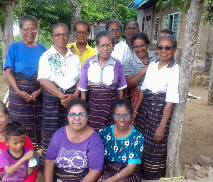 Connect Indonesia distributed reading glasses to weavers in Desa Bunga, Lembata Island, East Nusa Tenggara